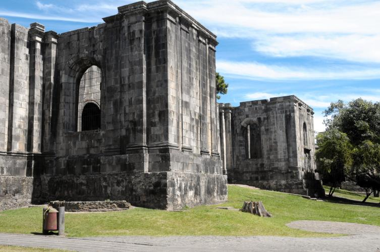 "The ruins of the Santiago Apóstol church in Cartago's central park, known as ""Plaza Mayor""."