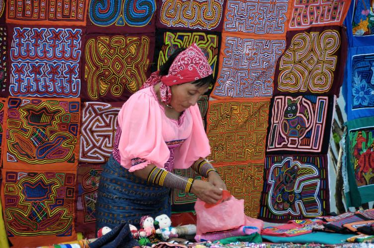 Cuna woman selling her art at Plaza Francia