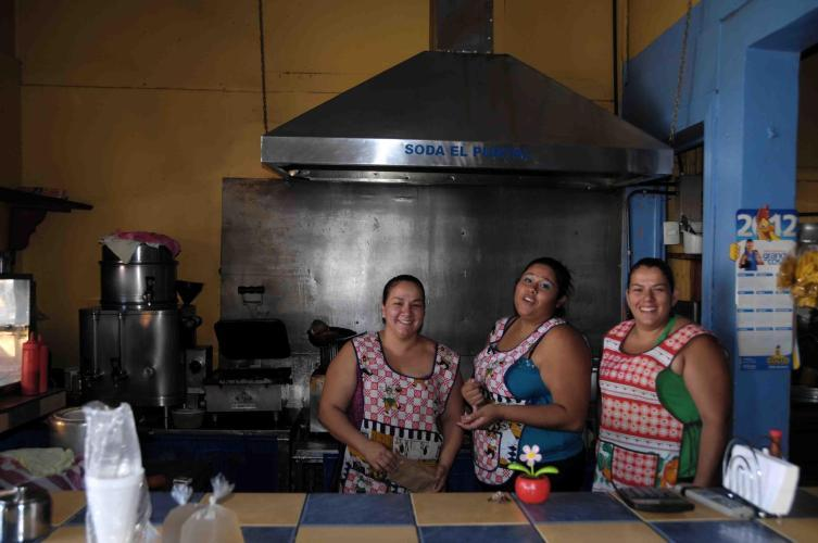 The girls from soda El Puntal (delicious food)