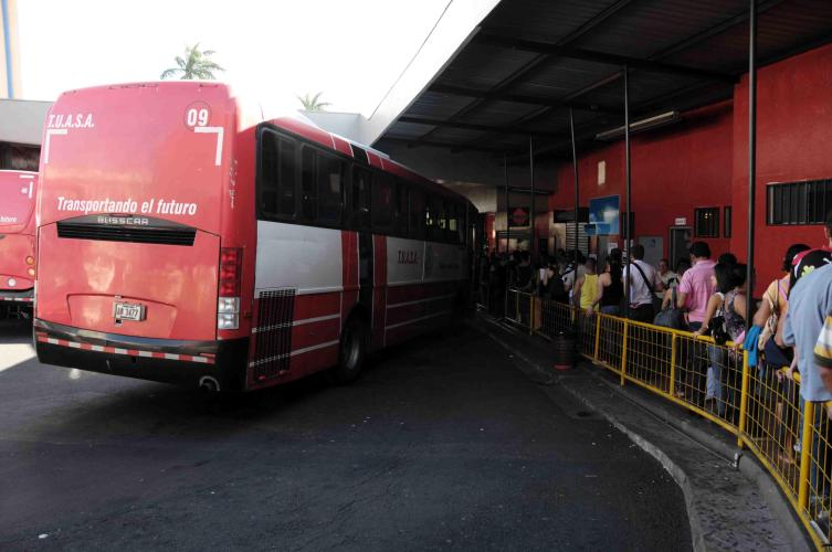 Queueing up for the bus back to Alajuela