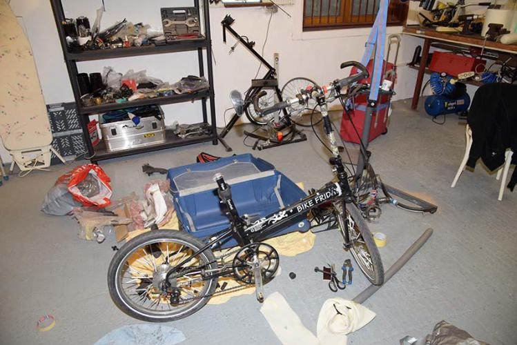Disassemble the bike for packing it in the suitcase