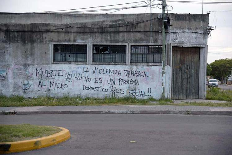 """Cool graffiti """"dead to the machos-the violence patriarchal is not a domestic problem it´s a social one"""""""