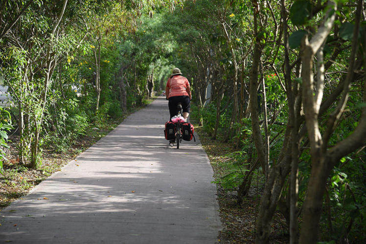 Close to Playa del Carmen there is a nice bike path