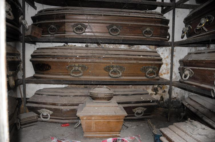 Impressing the old coffins