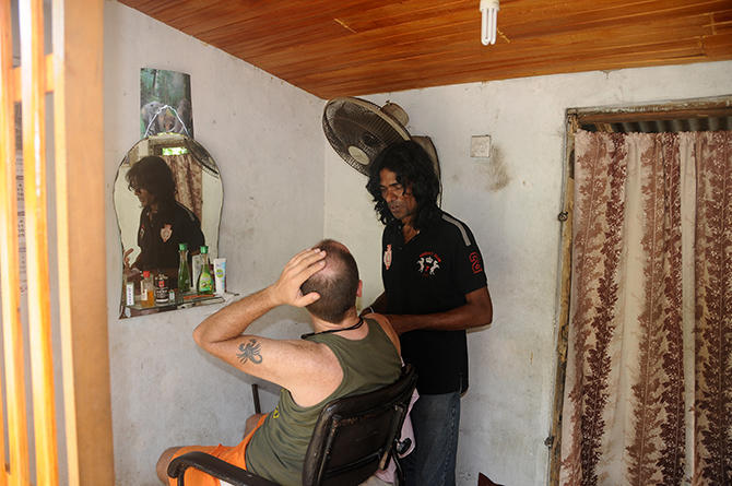 Sri lankan hair stylist-discussing the cut