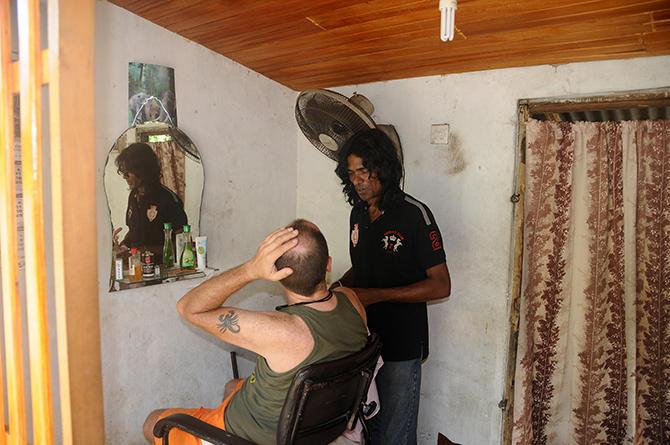Sri lankan hair stylist-discussing the cut