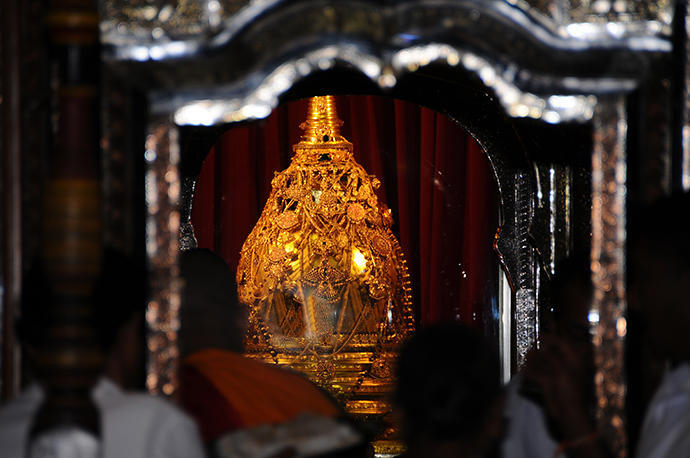 The golden casket - the tooth of Buddha is kept inside