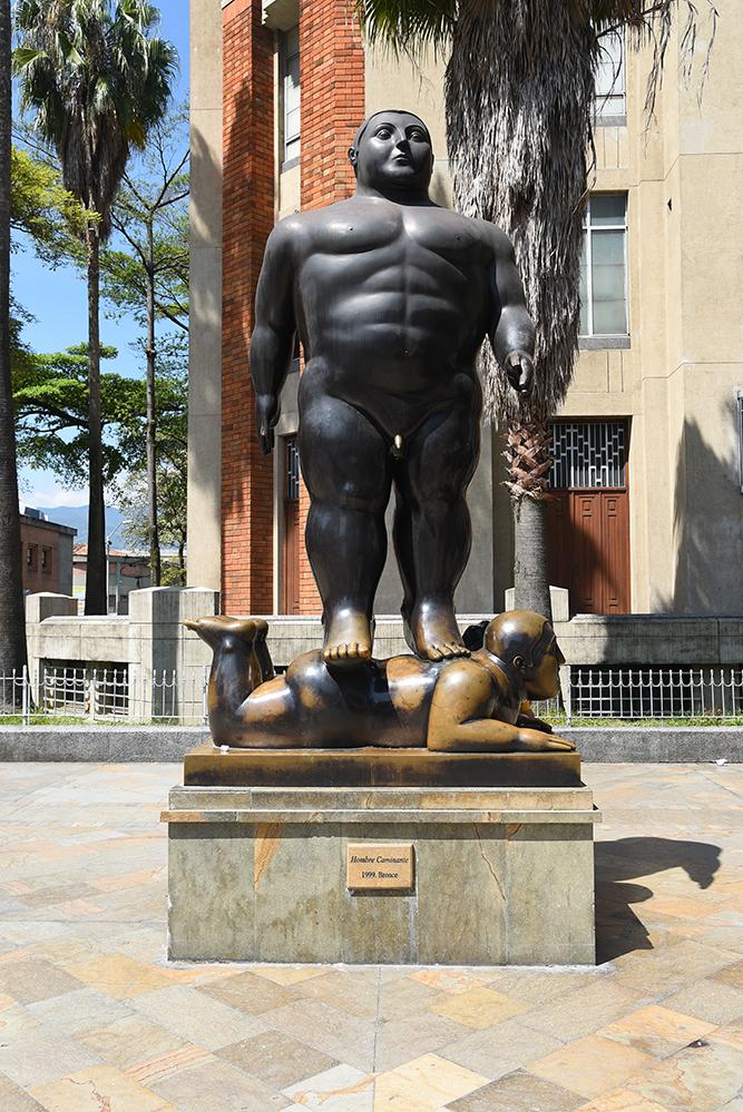 """Botero statue """"Hombre caminante"""""""